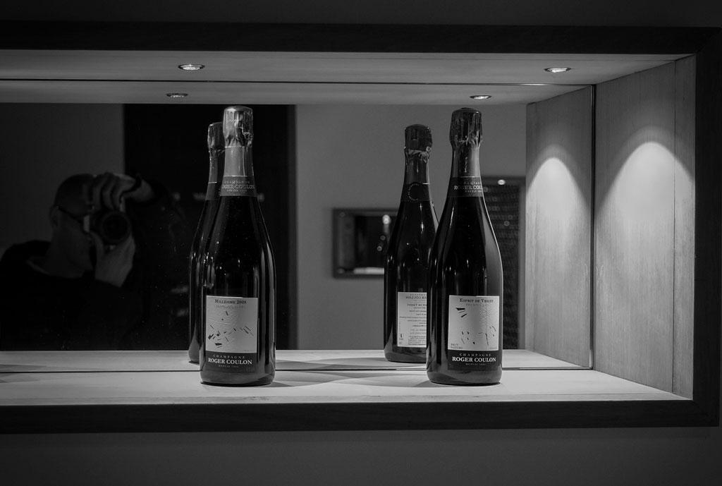 … Edgar, Louise, Isabelle et Eric, la famille à l'œuvre derrière le champagne Roger COULON.